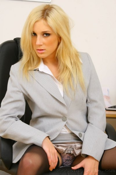 Tindra-Big-Tit-Sexy-Blonde-Secretary-in-Stockings-006