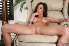 Veronica Avluv Big Boobs in Black and Pink Lingerie 013