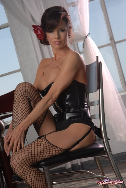 Veronica-Avluv-Big-Tits-in-Shiny-Black-Corset-and-Fishnet-Stockings-013