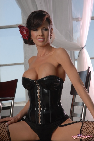 Veronica-Avluv-Big-Tits-in-Shiny-Black-Corset-and-Fishnet-Stockings-018