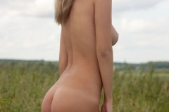 Victoria-K-Big-Tits-out-in-the-Field-for-Body-in-Mind-006