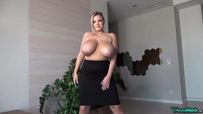 Vivian-Blush-Huge-Tits-in-Sexy-Black-Bra-010