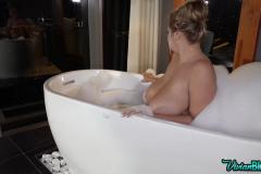 Vivian-Blush-Huge-Tit-Bathtime-004