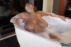 Vivian-Blush-Huge-Tit-Bathtime-016