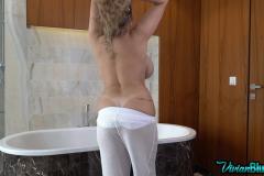 Vivian-Blush-Huge-Tit-Harem-Girl-003