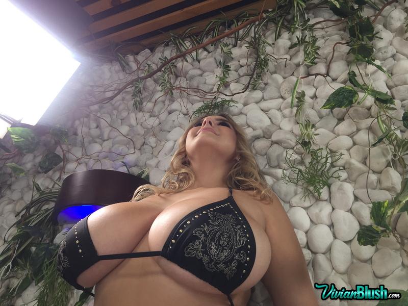 Vivian-Blush-Huge-Tit-Jacuzzi-Bikini-Babe-014