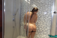 Vivian-Blush-Huge-Tit-Shower-014