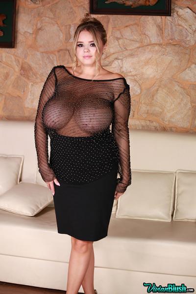 Vivian-Blush-Huge-Tits-Relaxing-on-the-Sofa.-006