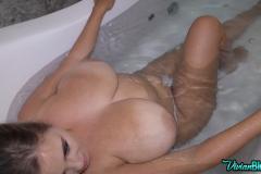 Vivian-Blush-Huge-Tits-Hanging-Out-at-Bathtime-011
