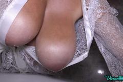 Vivian-Blush-Huge-Tits-Hanging-Out-at-Bathtime-015