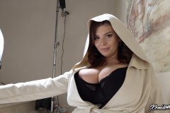 Xenia-Wood-Huge-Ttis-Hanging-Out-in-Hoodie-005