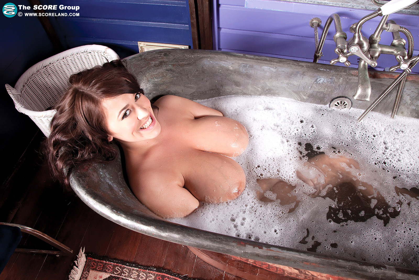 Leanne Crow Boobs emerge from the bath 04