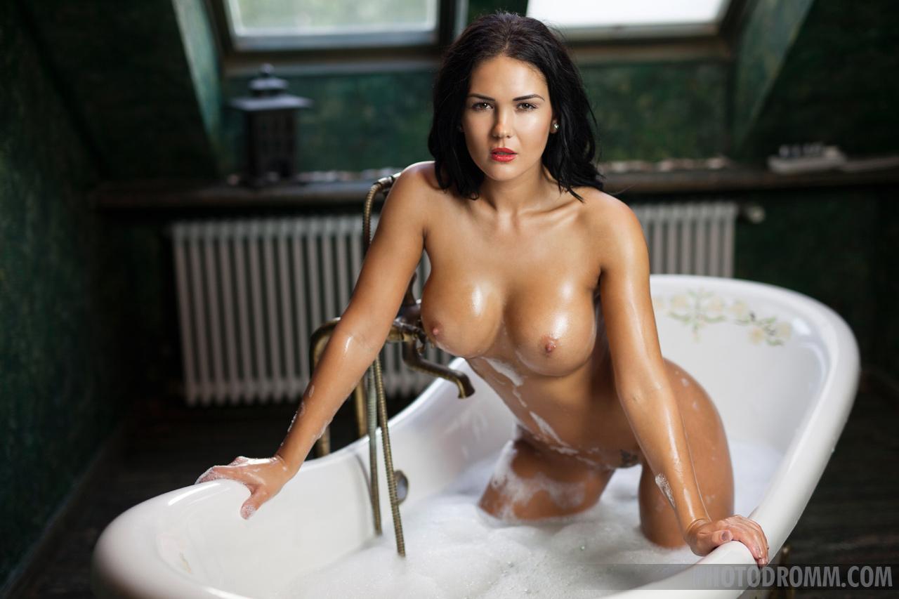 Kendra Big Tits Bathtime