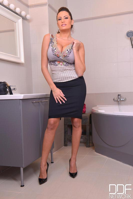Sensual Jane Big Tit Slutty Secretary takes a bath