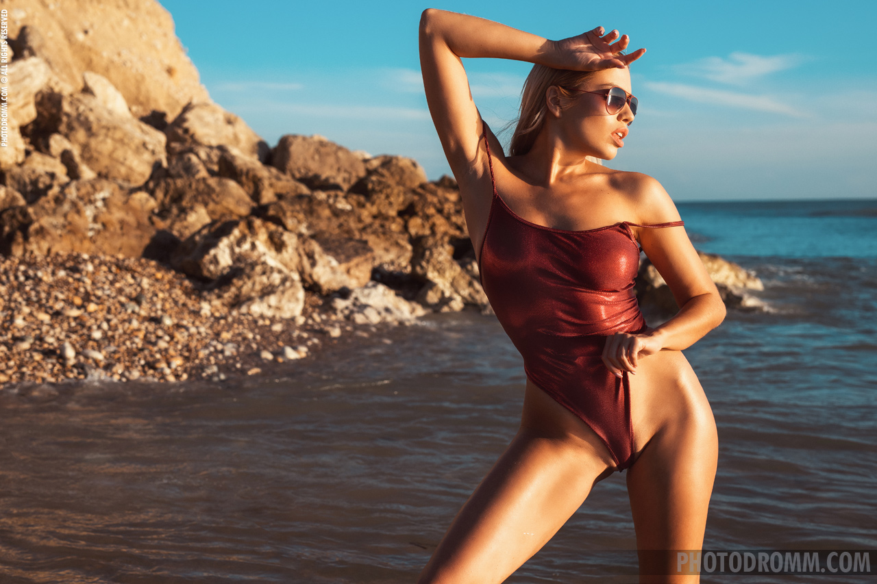 Margot Big Tit Hot Blonde in Red Swimsuit for Photodromm