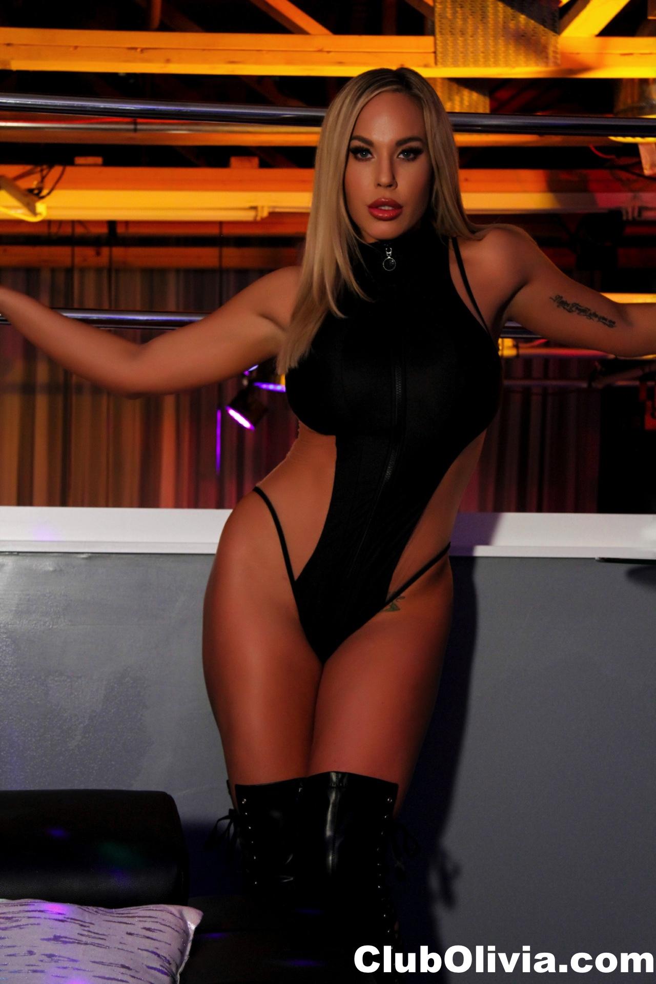 Olivia Austin Big Tit Blonde at the Strip Club