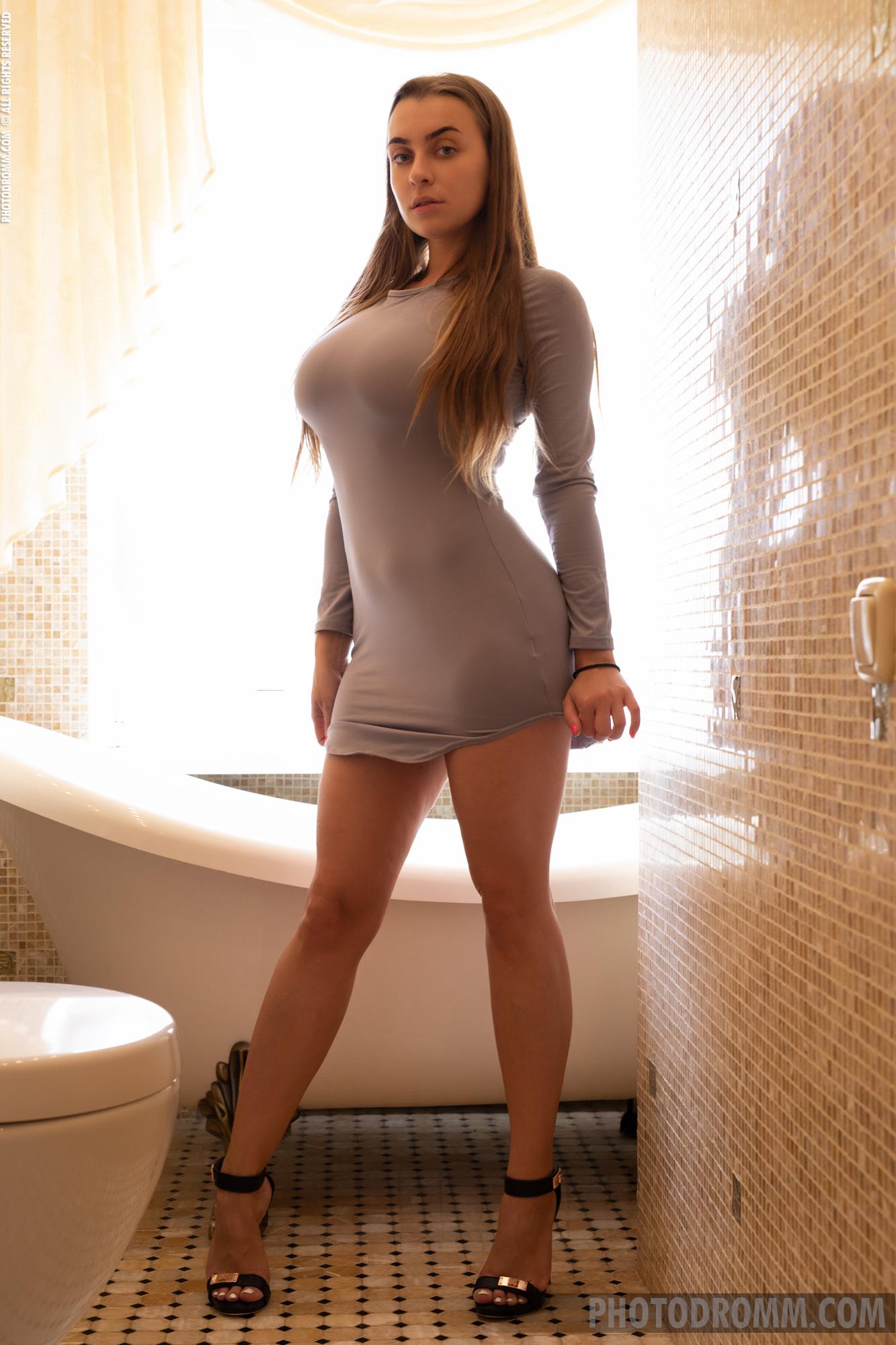 Josephine Big TIts in Tight Minidress has Bathtime for Photodromm