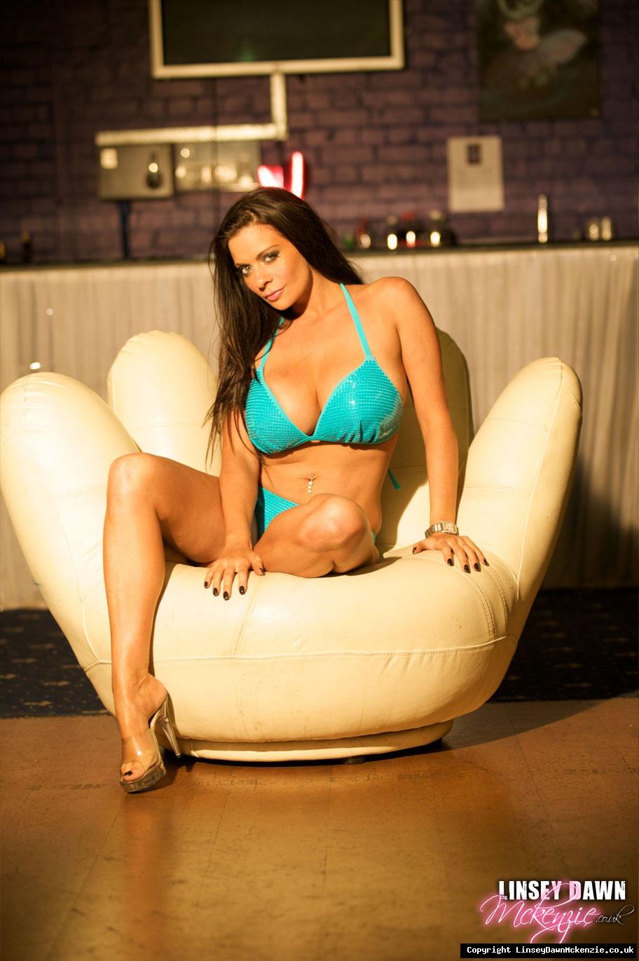 Linsey Dawn McKenzie Huge Tits in Turquoise Bikini