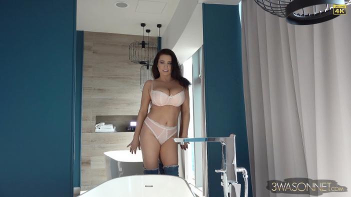 Ewa Sonnet Huge Tits in Pretty Pink Bra