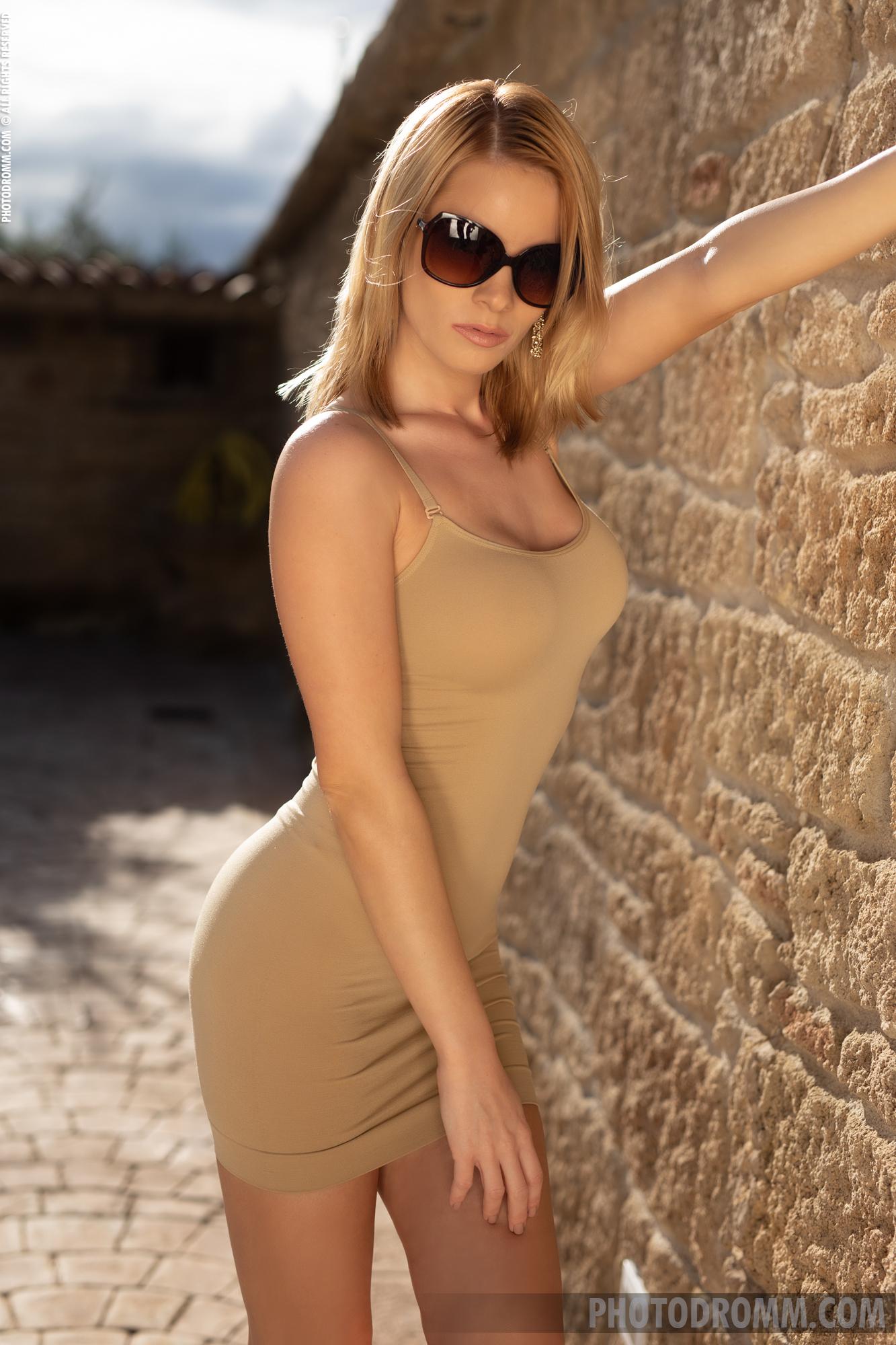 Brooke Big Tit Blonde in Tight Minidress for Photodromm