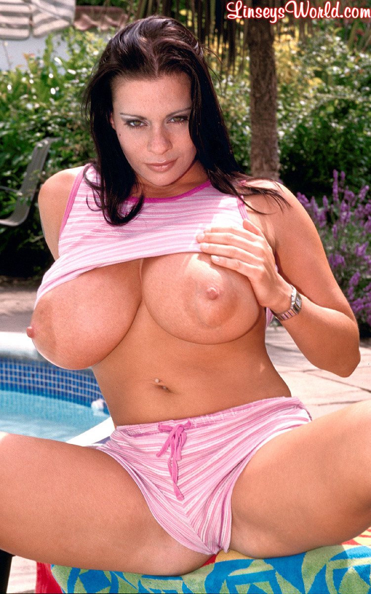 Linsey Dawn McKenzie Huge Tits Hanging Out at the Pool