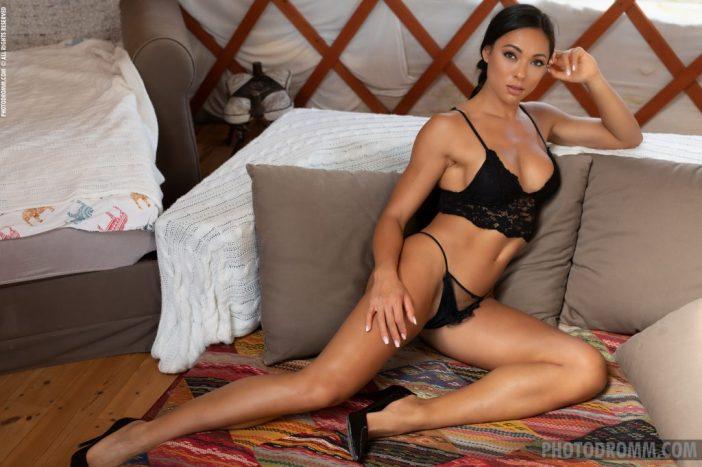 Irene Big Tit Fit Girl in Black Lingerie for Photodromm