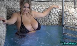 Vivian Blush Huge Tit Jacuzzi Bikini Babe