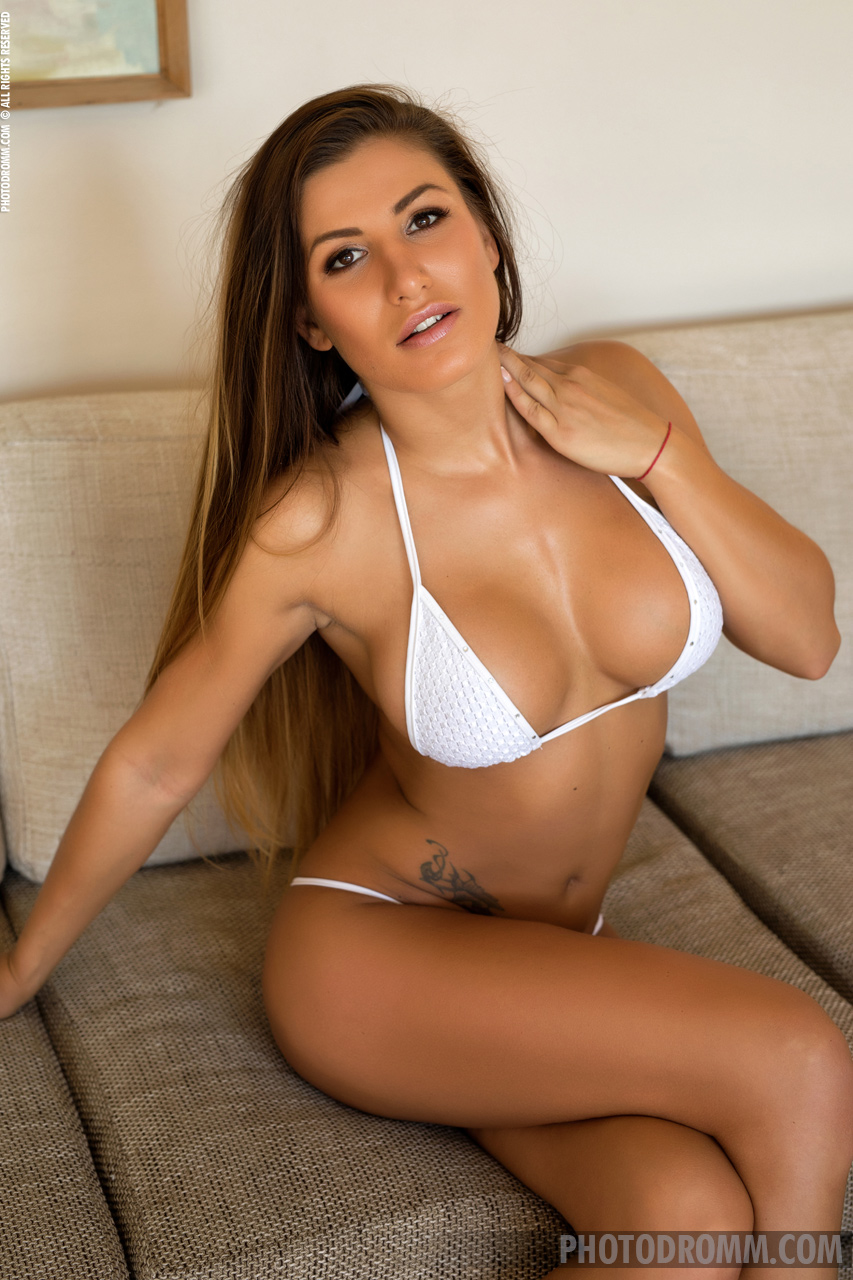 Allison Big Boobs White Bikini for Photodromm