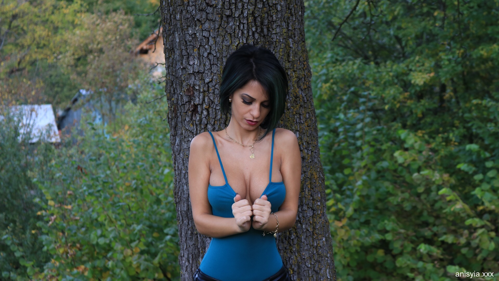 Anisyia Big Tits Tight Leather Trousers in the Forest