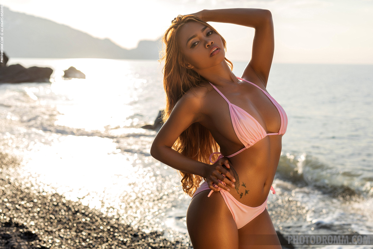 Cruzlyn Big Tits in Sexy Pink Bikini  for Photodromm