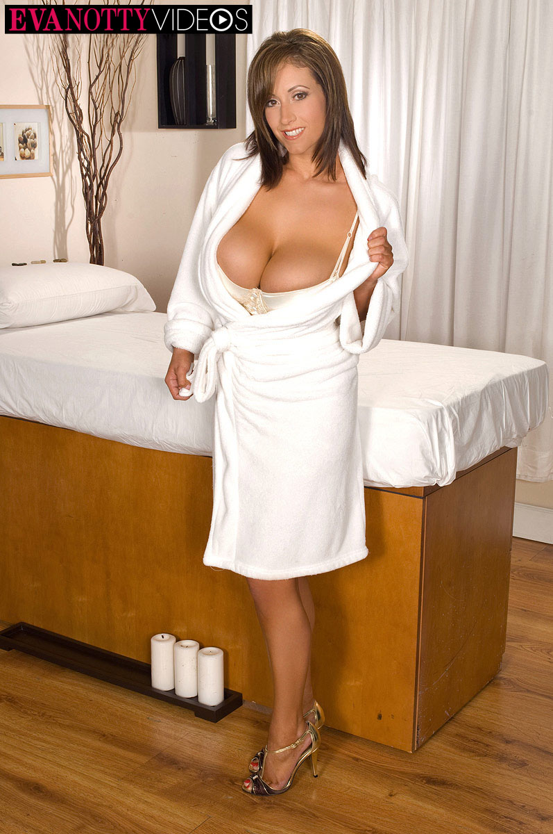 Eva Notty xxx Huge Boobs Revealed from White Dress
