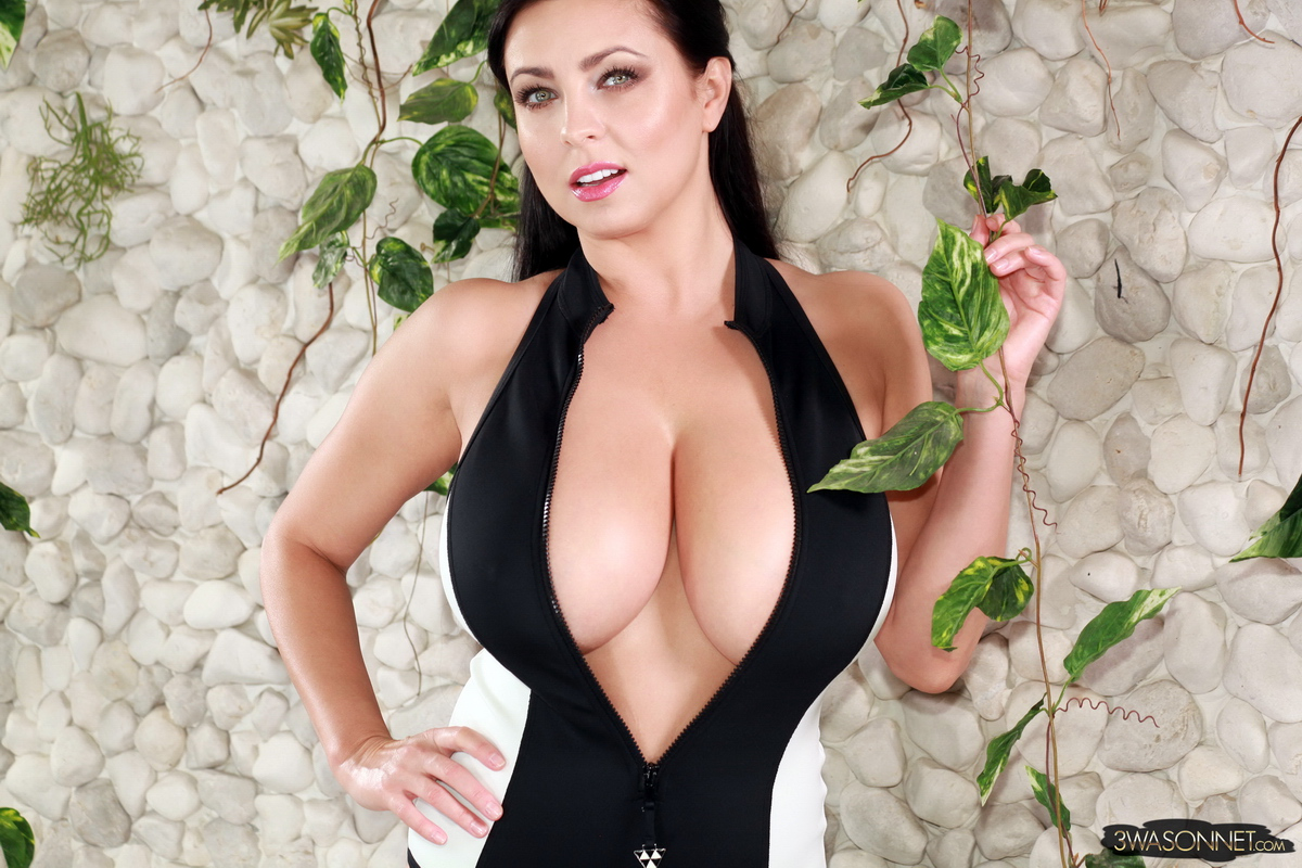 Ewa Sonnet Massive Tits in Black and White Swimsuit