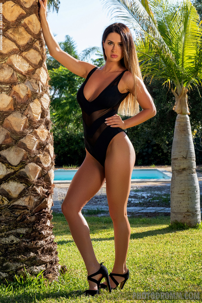 Justyna Big Naked Tits Black Swimsuit and Heels for Photodromm