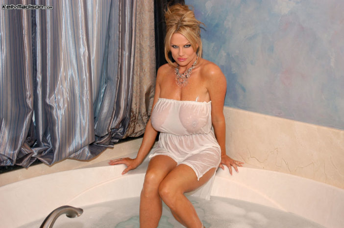 Kelly Madison Huge Boobs Get Wet and Naked in the Bath