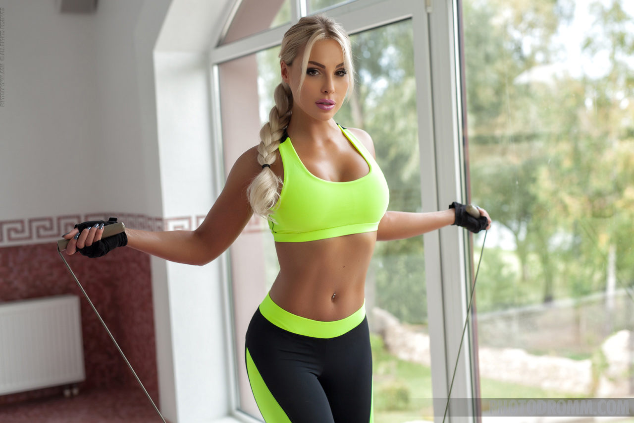 Maria Big Boobs Get Sweaty in Training Session