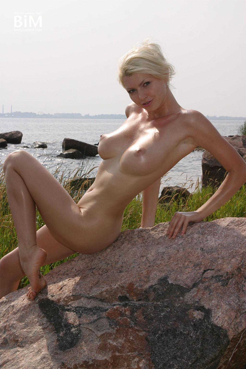 Maria Kenig Big Boobs Hot in the Sunshine