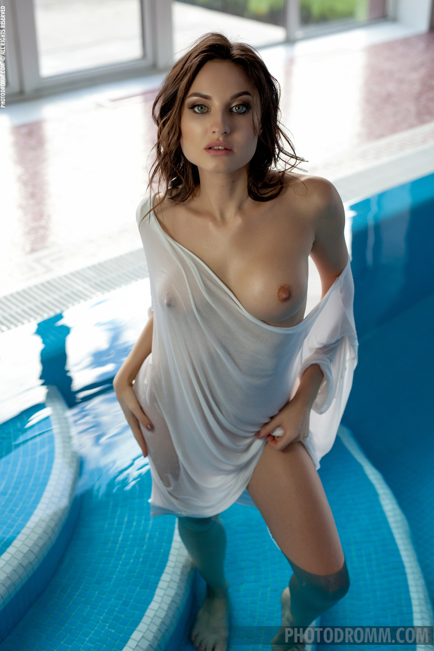 Melanie Big Naked Tits White Shirt at the Pool for Photodromm