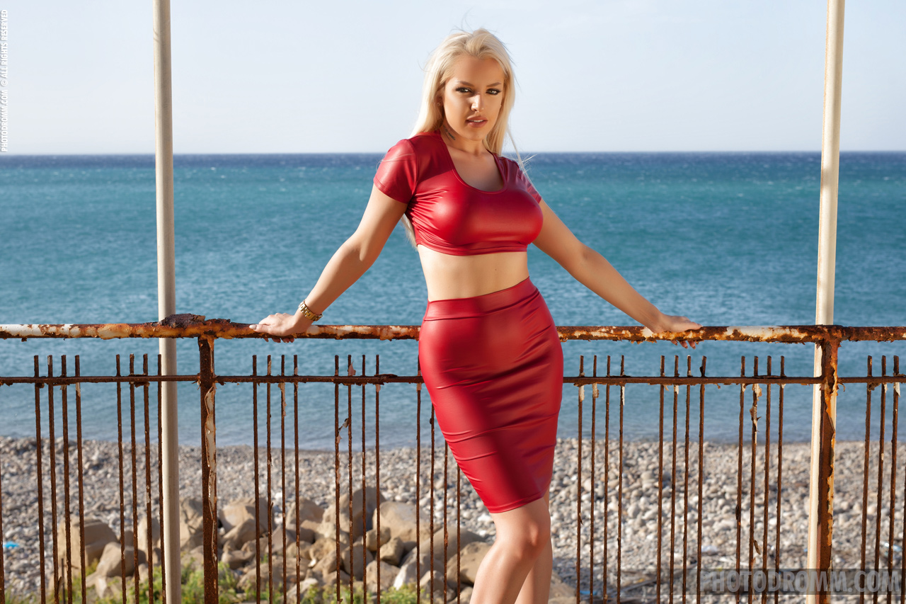 Yasmin Big Tits Blond in Wet Look Red Dress